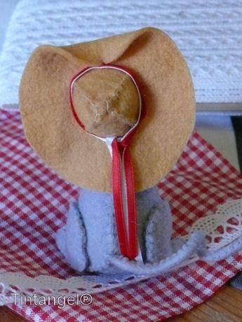 Miny met nieuwe hoed