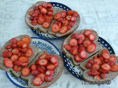 Aardbeien op brood