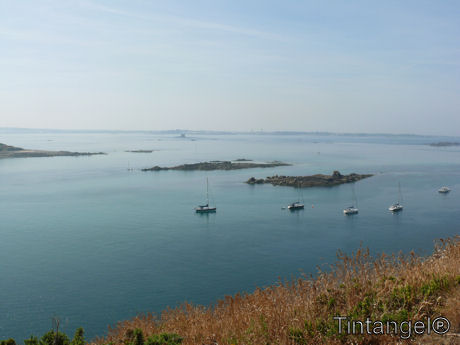 Uitzicht op Geurnsey vanaf Herm