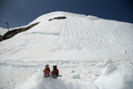 Morris en Miny in de sneeuw