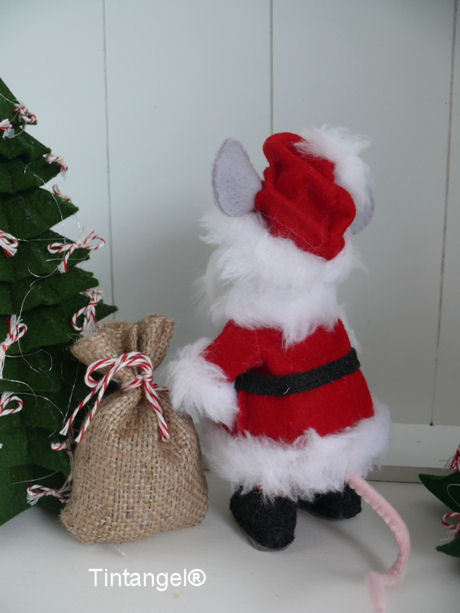 Kerstmanmuis achter blog