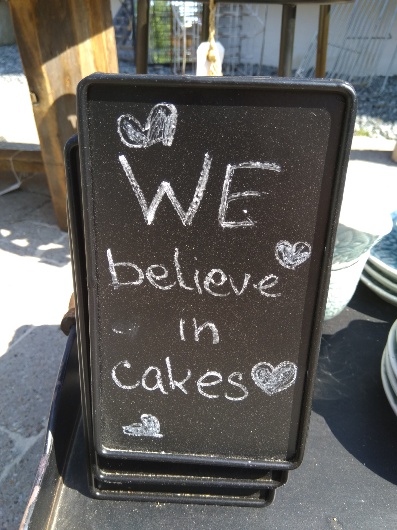 We believe in cakes
